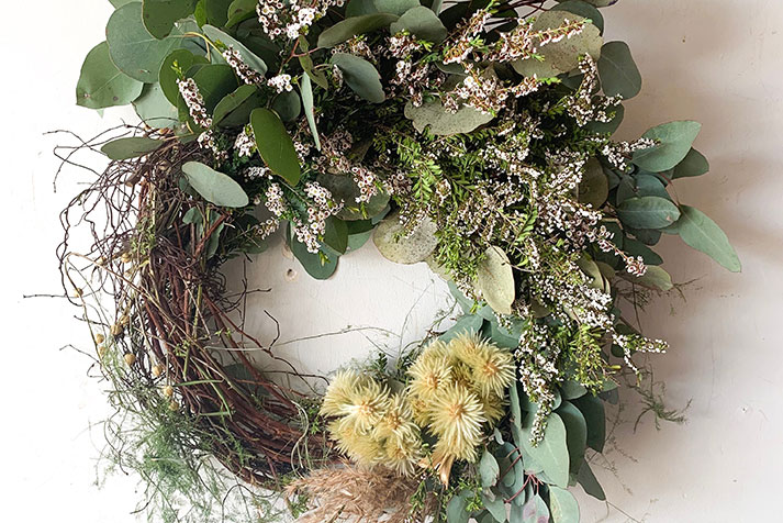 wreath making bowerbird