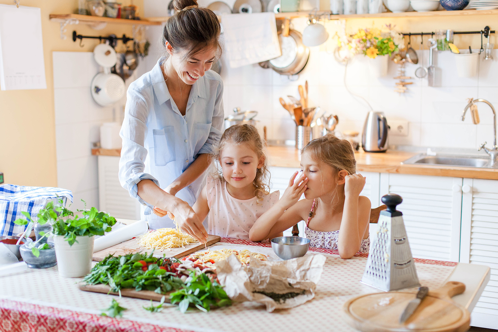 encouraging kids to have a good relationship with food