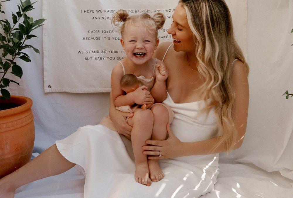 illunah: Nicola Cross captures the rich tapestry of motherhood